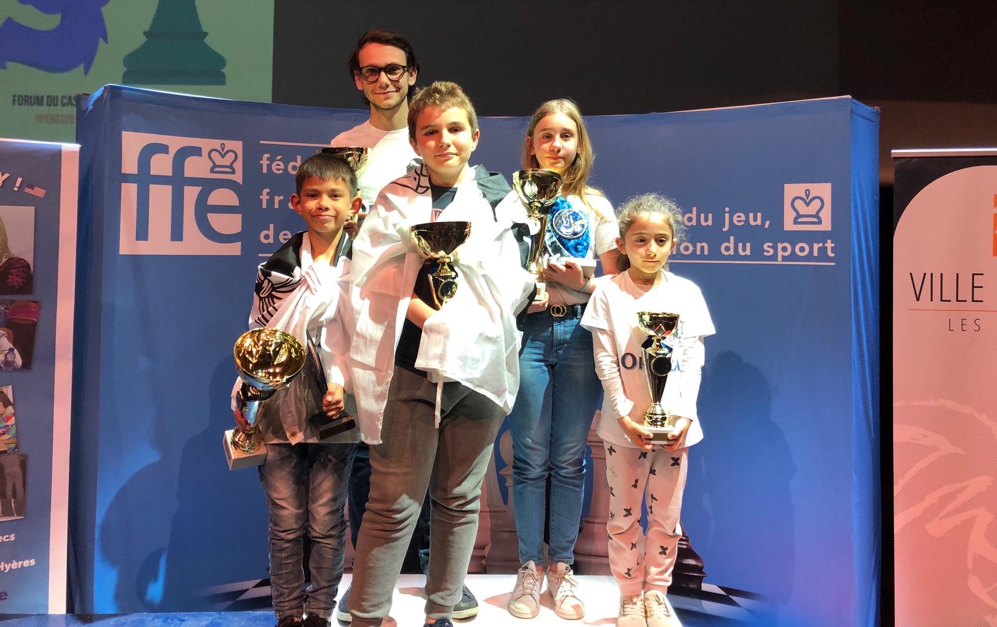Les champions de France ! (https://www.corse-echecs.com/)