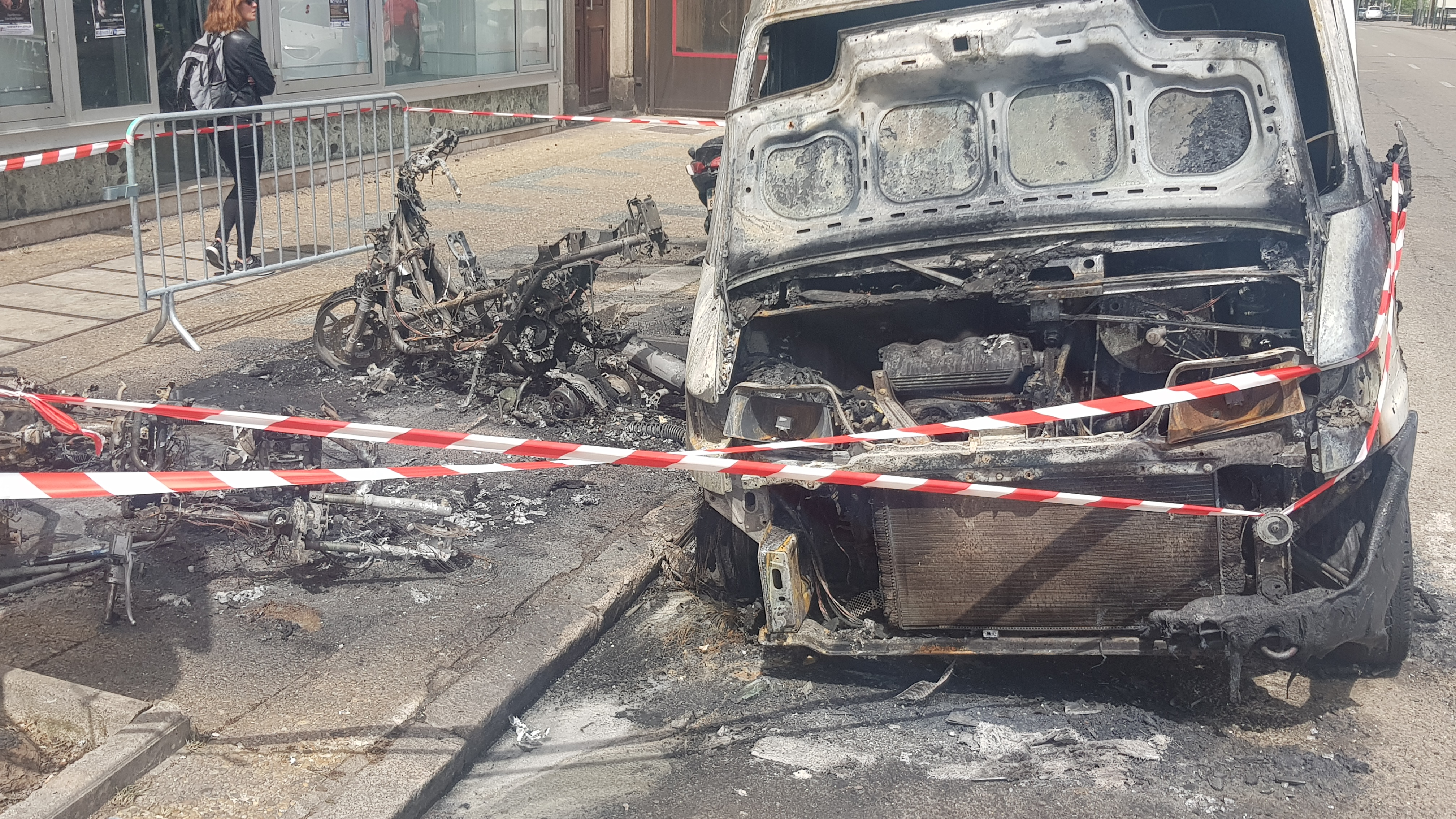 Ajaccio : Motos et véhicule brûlés