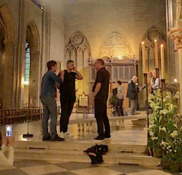 """VIDÉO - Trois confrères de Monticellu chantent """"Le Dio Vi Salvi Régina"""" à Notre Dame de Paris"""