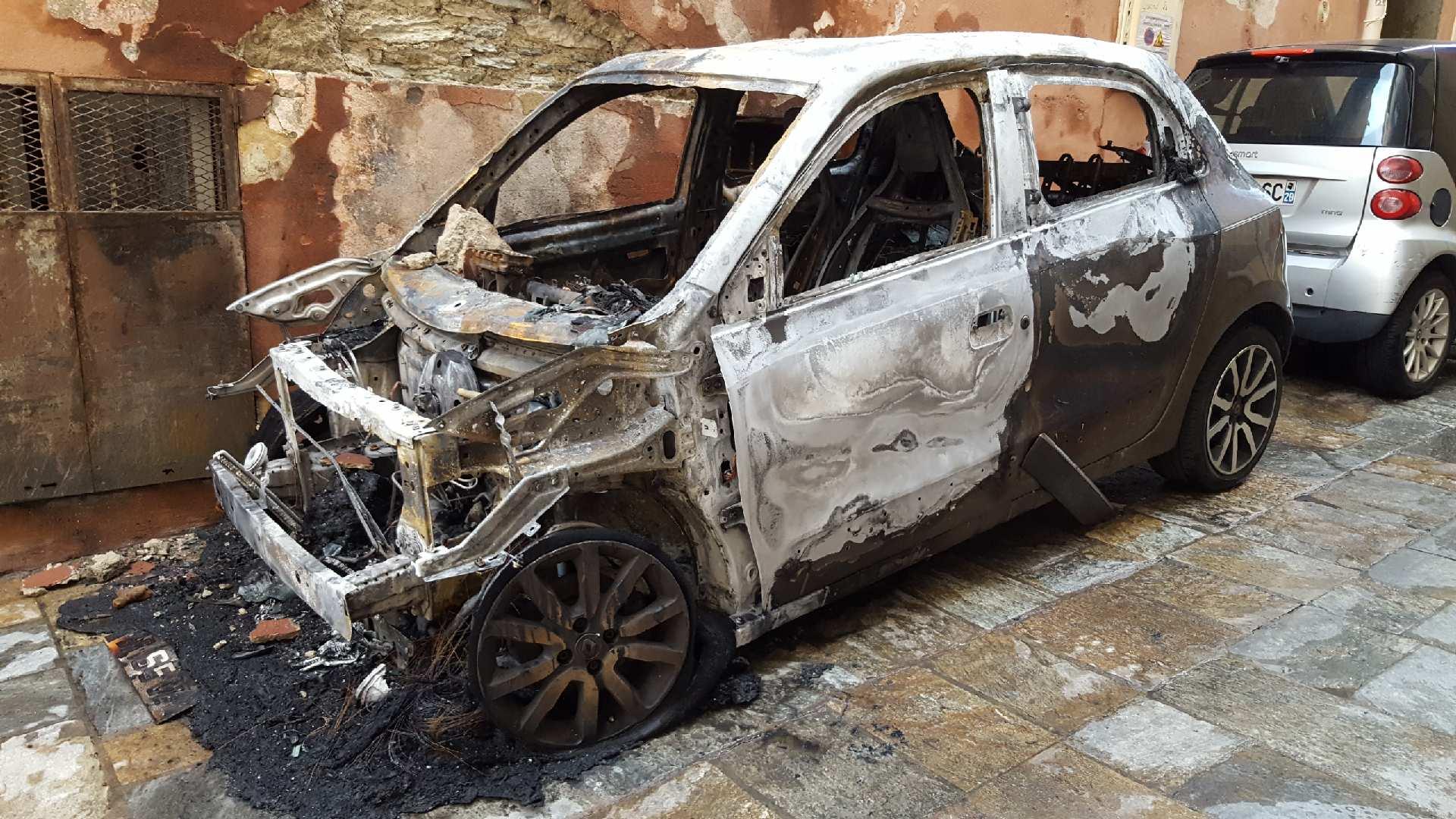 Bastia : Encore une voiture détruite par un incendie