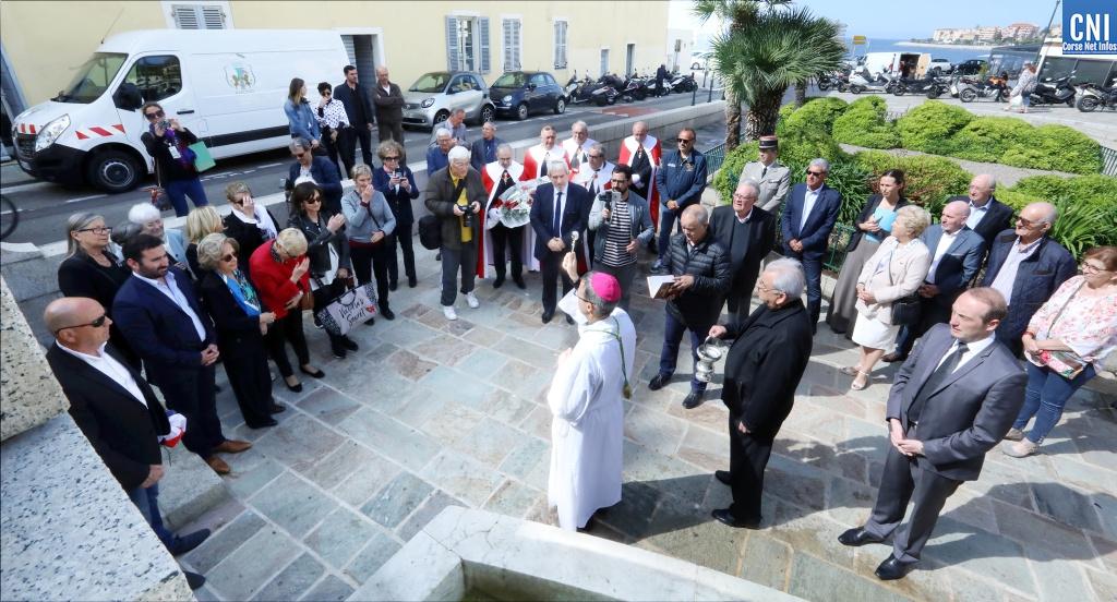 La place de la Cathédrale d'Ajaccio porte désormais le nom de Mère Teresa