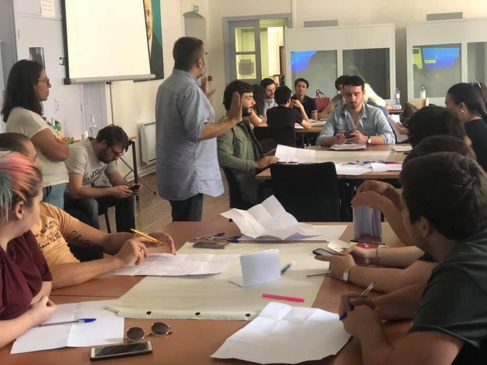 Assises de la jeunesse : groupe de travail entre l'Assemblea di à Giuventù et le comité Parolla di à Ghjuventù