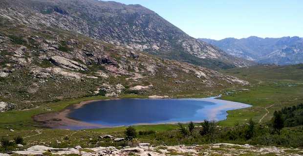 Le lac de Ninu dans le Niolu, est situé à 1760 m d'altitude, sur l'étape du GR20 Ciottulu di i Mori - Manganu.
