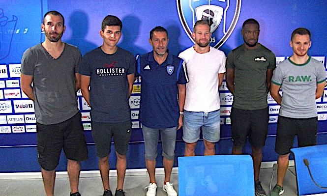 Les nouvelles recrues du SCB autour de l'entraîneur St.Rossi : S.Lombard, J.Le Cardinal, St.Quemper, M.Diongue et S.Salles-Lamonge