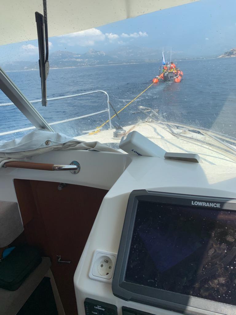 Trois hommes se jettent à la mer avant que leur bateau ne soit percuté par une vedette de 45 pieds à Cavallo