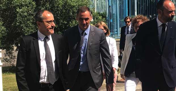 Le président de l'Assemblée de Corse, Jean-Guy Talamoni, le président de l'Exécutif corse, Gilles Simeoni, et le Premier ministre, Edouard Philippe, à l'arrivée au siège bastiais de la Collectivité de Corse.