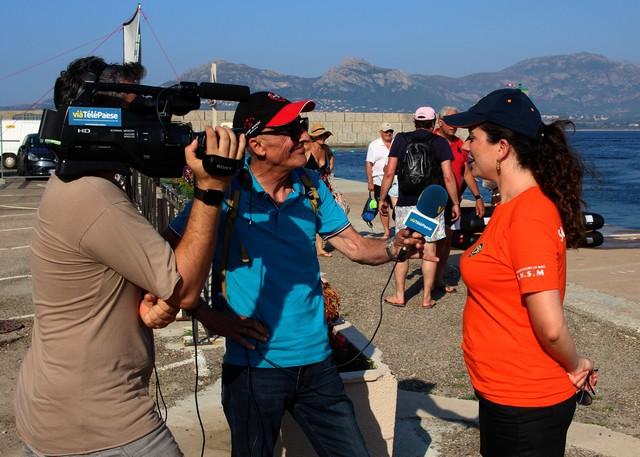 Franco Farsetti, directeur de la chaîne en interview avec son cameraman Anthony