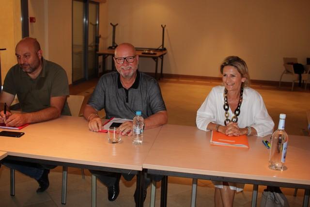 """Jean Dominici (au centre) entouré de """"Nanette"""" Maupertuis, présidente de l'ATC et de Lionel Mortini, président de l'ODARC et de la Communauté de Communes Ile-Rousse-Balagne"""