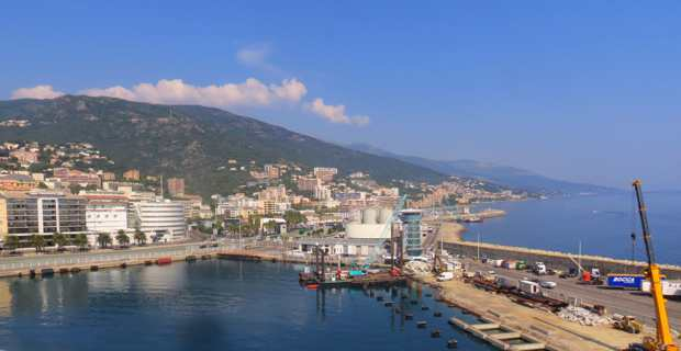Le port de commerce actuel de Bastia.