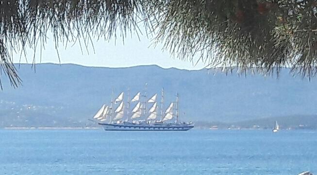 La photo du jour : Un voilier dans le port d'Ajaccio