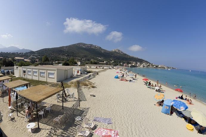 L'Hôtel et la plage