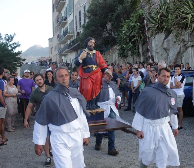 San Vincente porté par les confreres