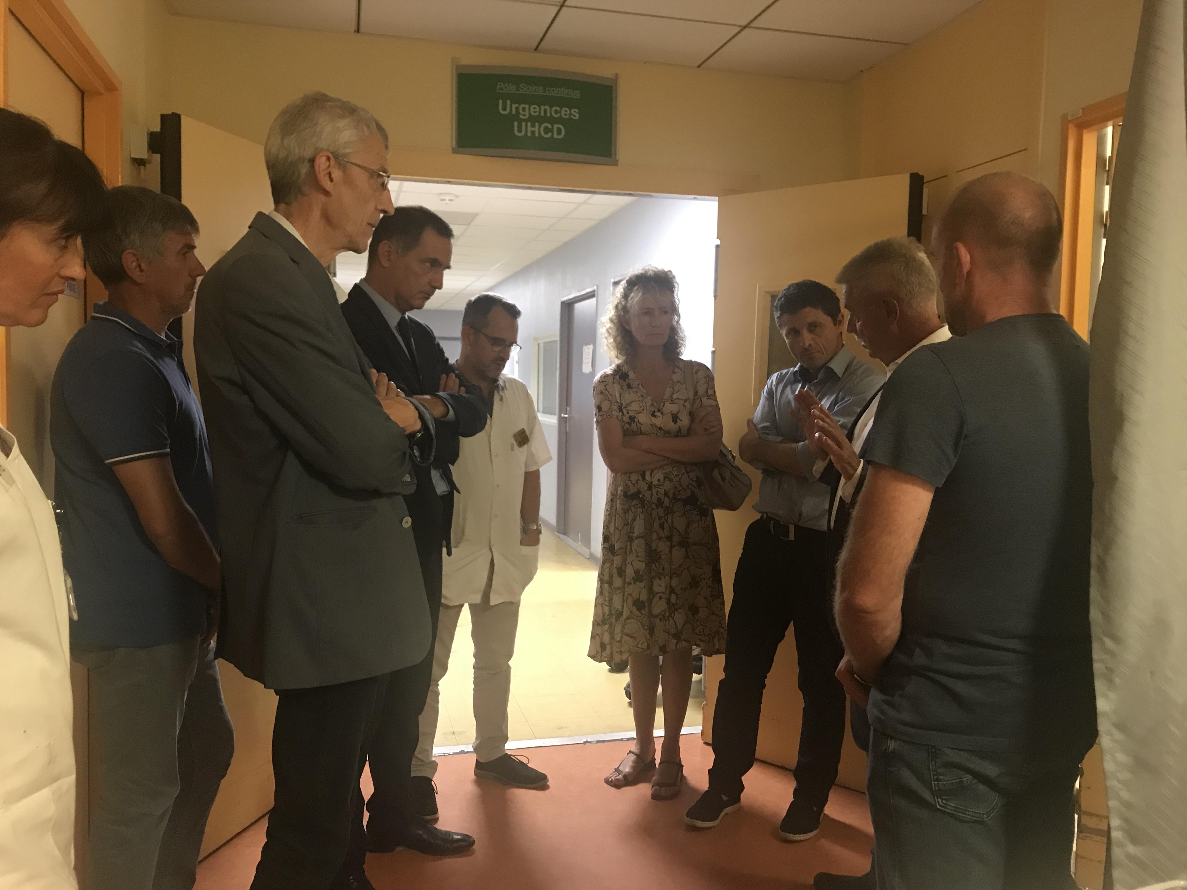 VIDEO - Grève des urgences à l'hôpital de Bastia : Gilles Simeoni se rend sur place