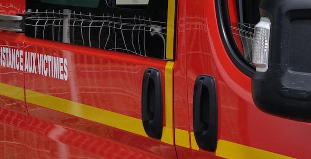 Calvi : Une voiture en contre bas de la D81 à Calvi avec une femme enceinte à bord