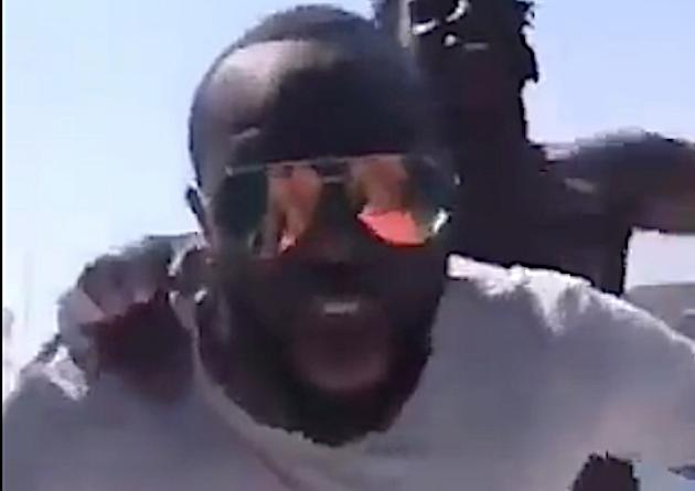 VIDEO - Un Maître GIMS hilare après l'incendie de la vedette