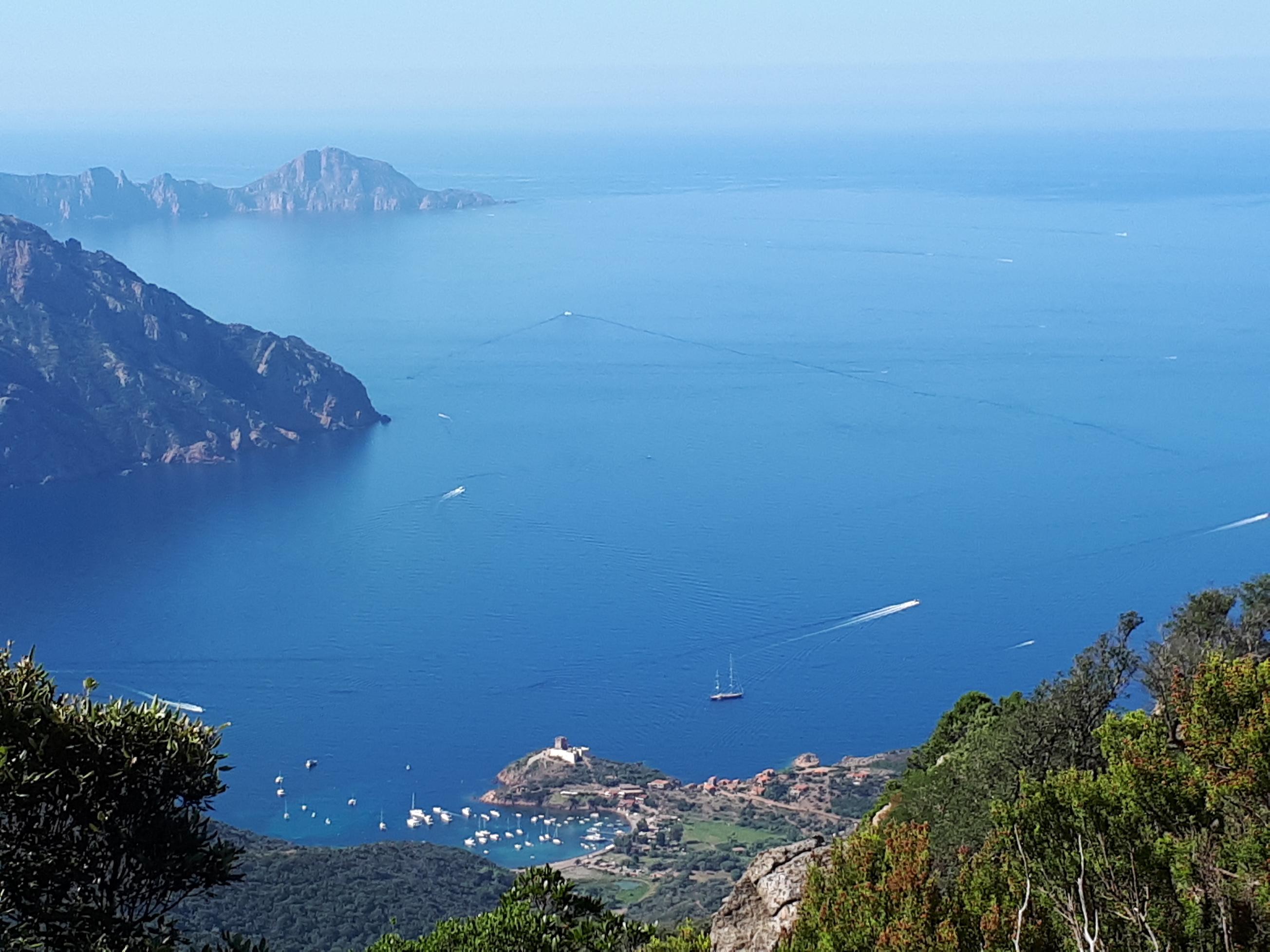 La photo du jour : Girolata et la tour de Capu rossu