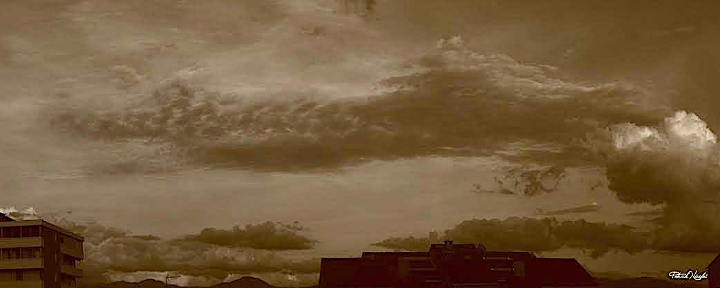 Un dragon fait de nuages au-dessus d'Ajaccio (Patrick Nicolai)
