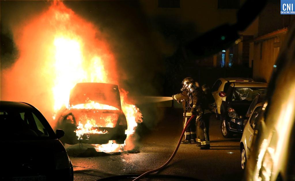 Une voiture prend feu à Ajaccio