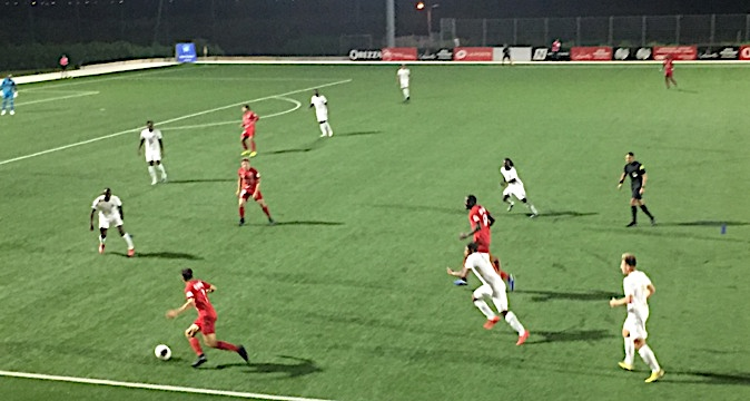 Ouadah déboule sur la gauche. il marquera le 3ème but du FCBB