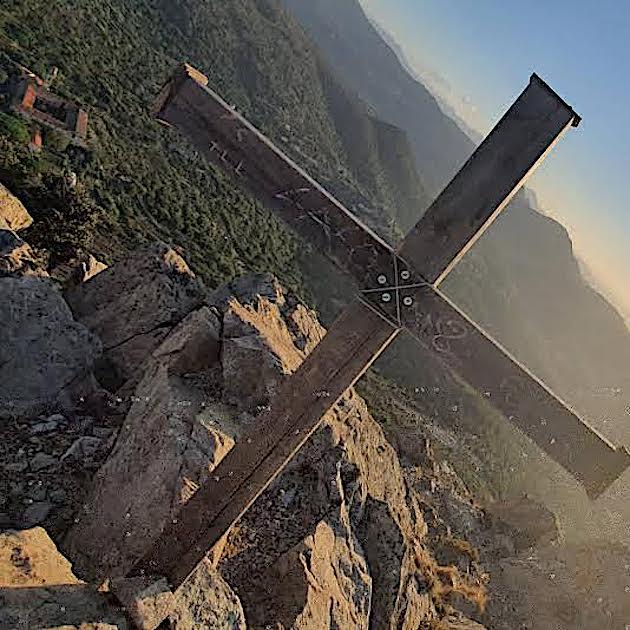 La photo du jour : la croix du monte  Sant'Angelu de Corbara