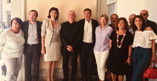 La présidente du Conseil national du barreau (CNB), Christiane Féral-Schuhl, et le président de la conférence des bâtonniers et ancien bâtonnier de Marseille, Jérôme Gavaudan, avec Me Gilles Antomarchi, bâtonnier du barreau de Bastia, et les avocats locaux.