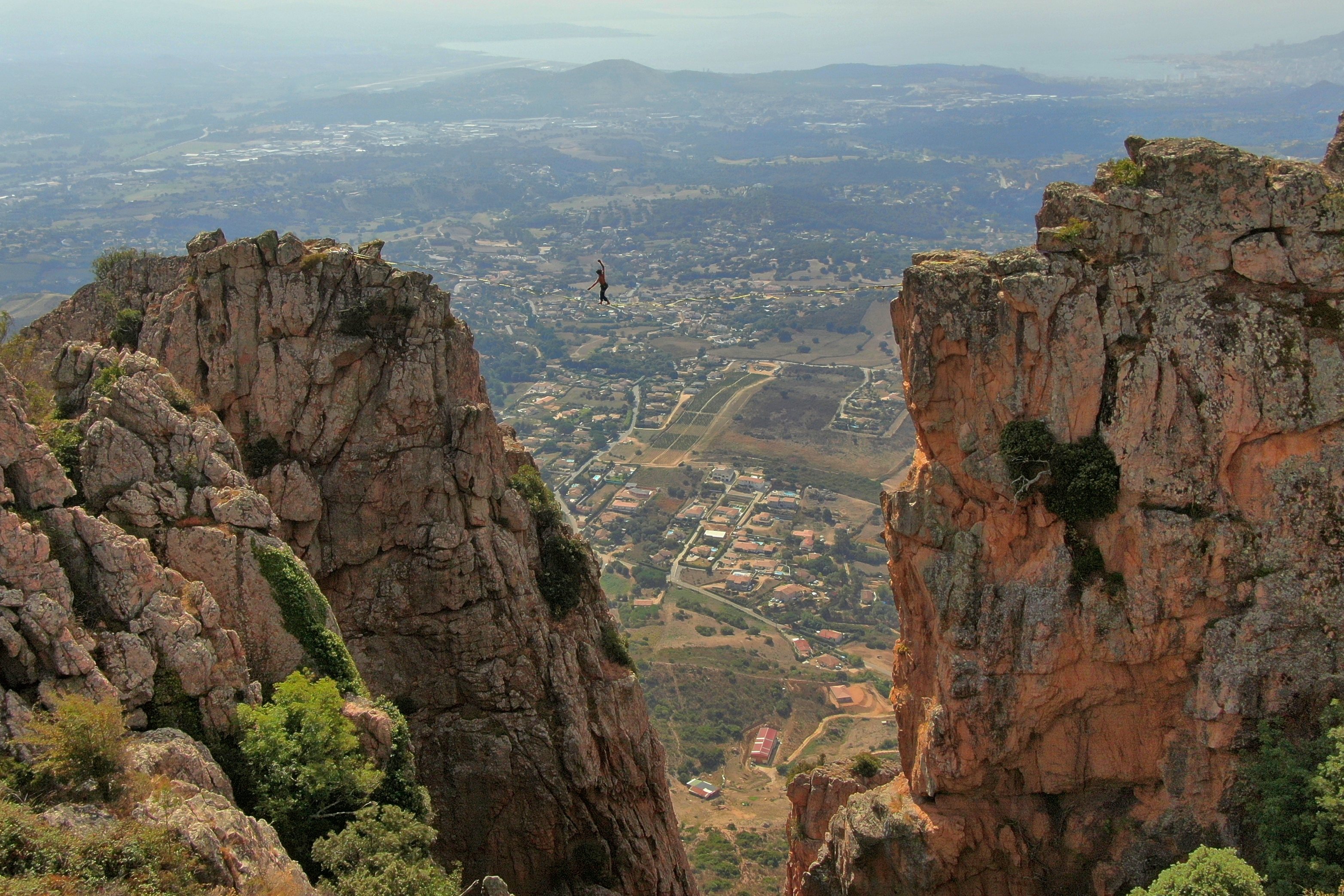 La photo du jour : slackline au Monte Gozzi