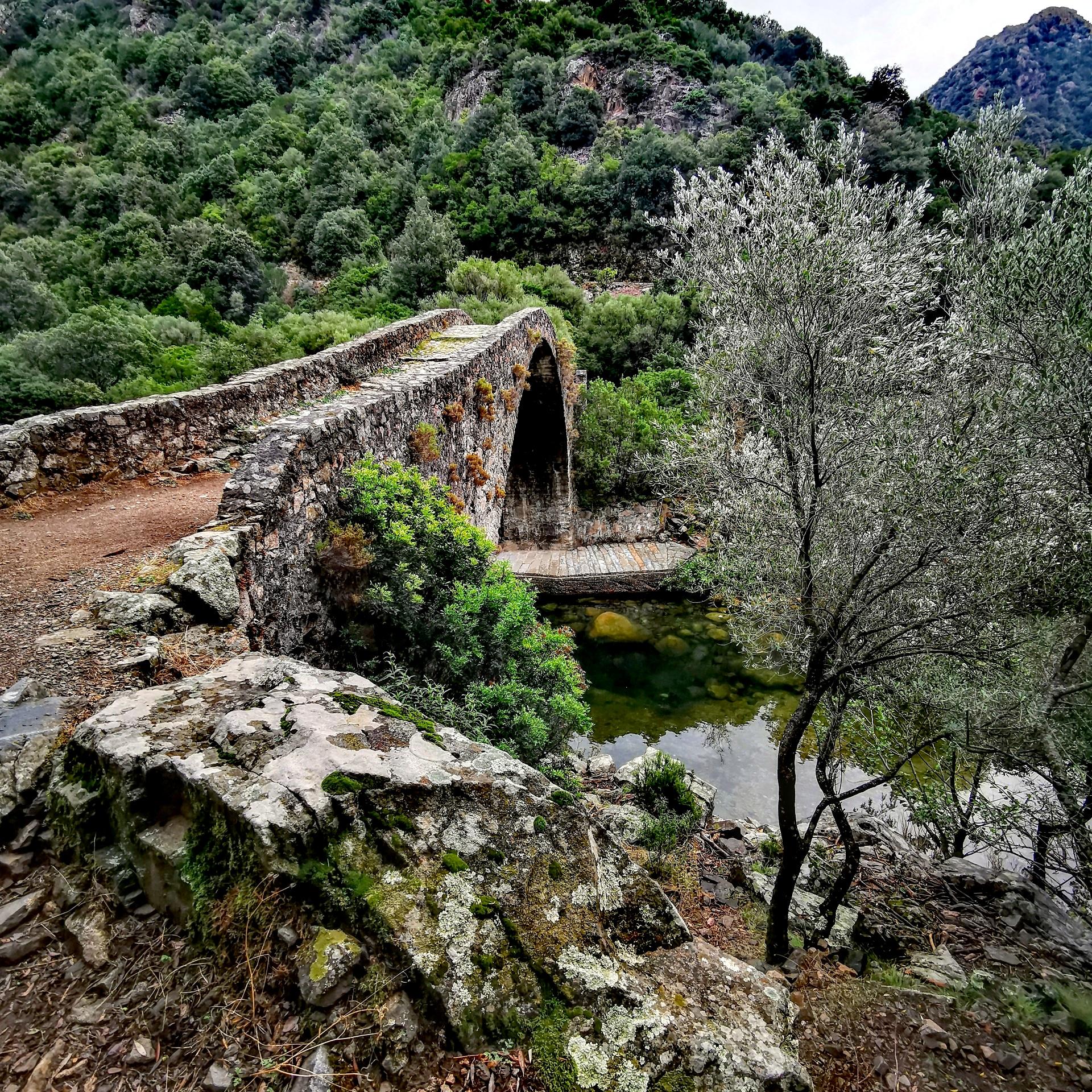 La photo du jour : pont génois d'Ota