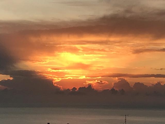 Photo Charlotte Diana - Un ciel en feu à 7h20 sur les hauteurs de Toga