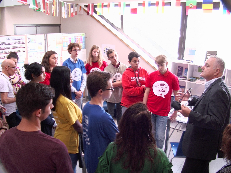 Les ambassadrices et ambassadeurs ont pu échanger avec le député européen François Alfonsi