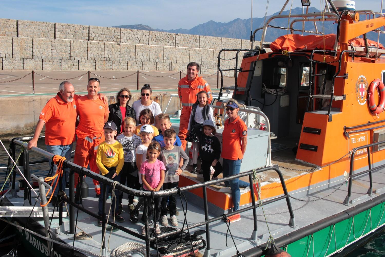 Des enfants du centre de loisirs de Lisula à la découverte de la SNSM Calvi-Balagne