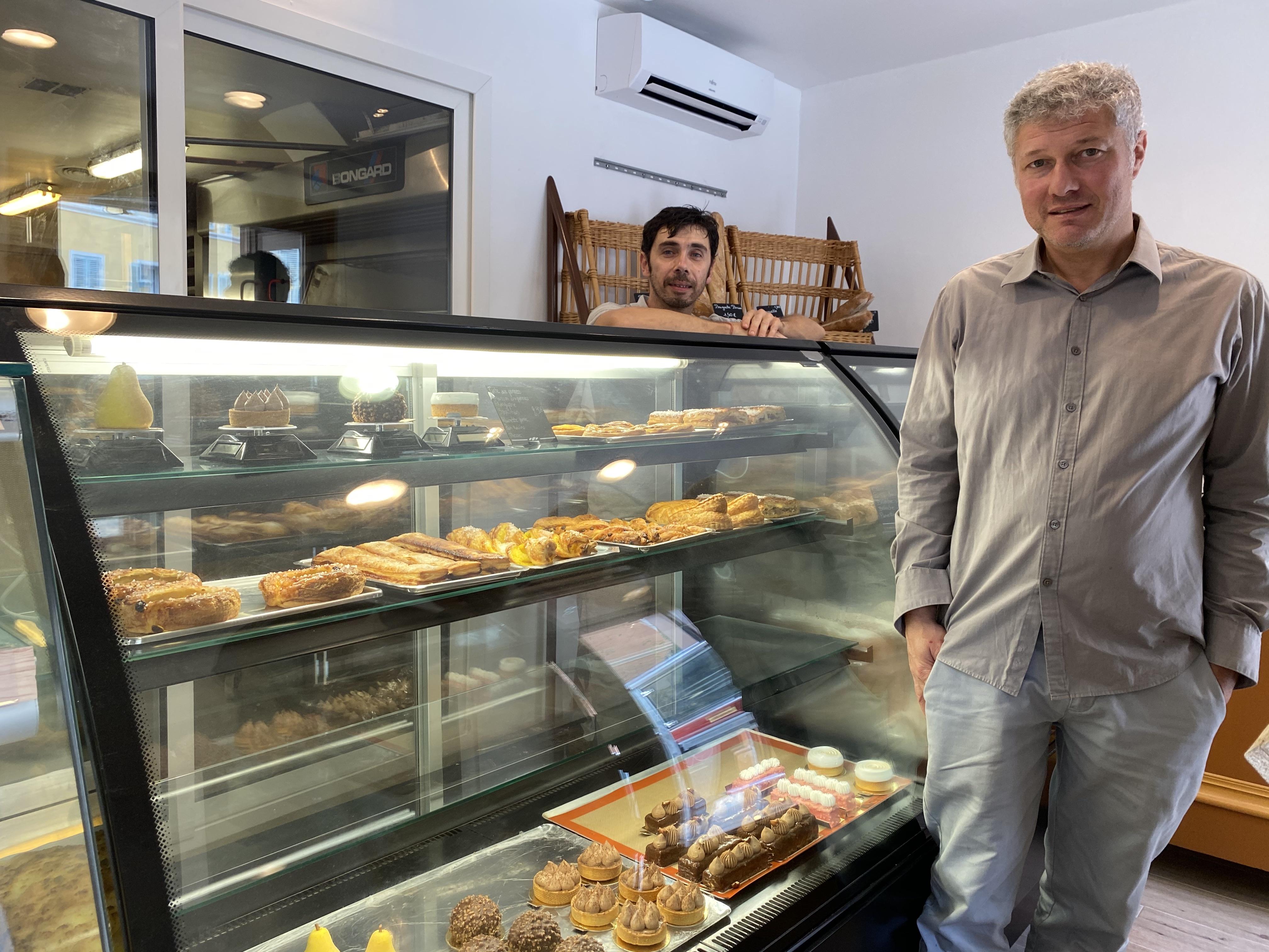 Jean-Christophe Pietri dans sa boulangerie qui emploi des personnes handicapées.