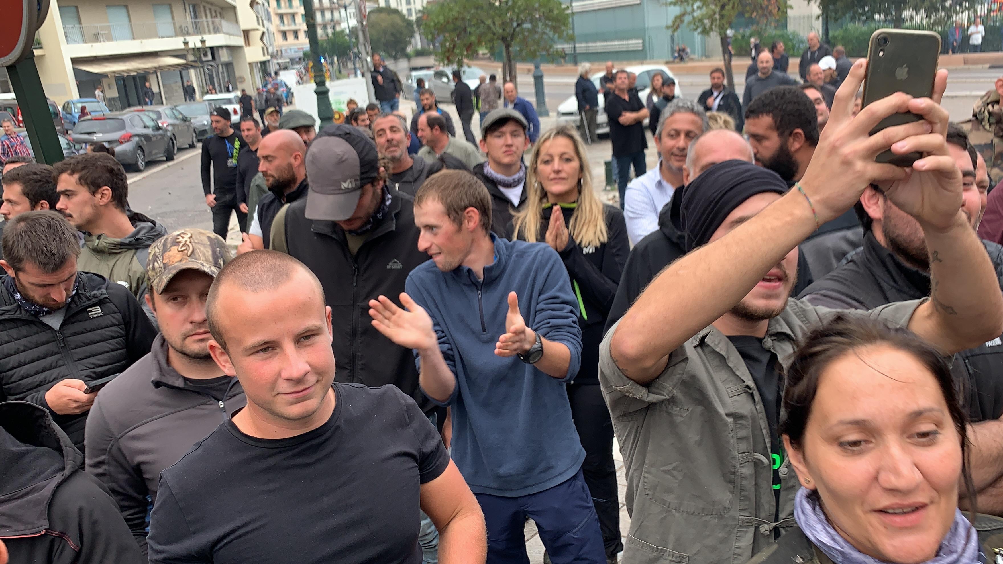 Les agriculteurs lors de la manifestation de soutien à Joseph Colombani
