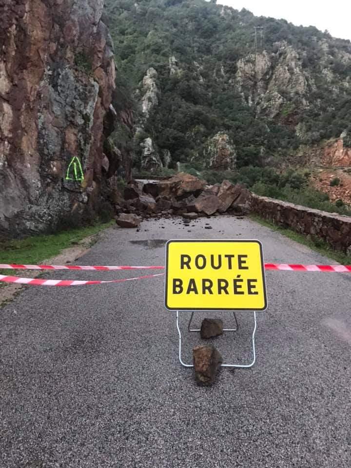 Route fermée à la circulation entre le col de Palmarella et celui de la Croix