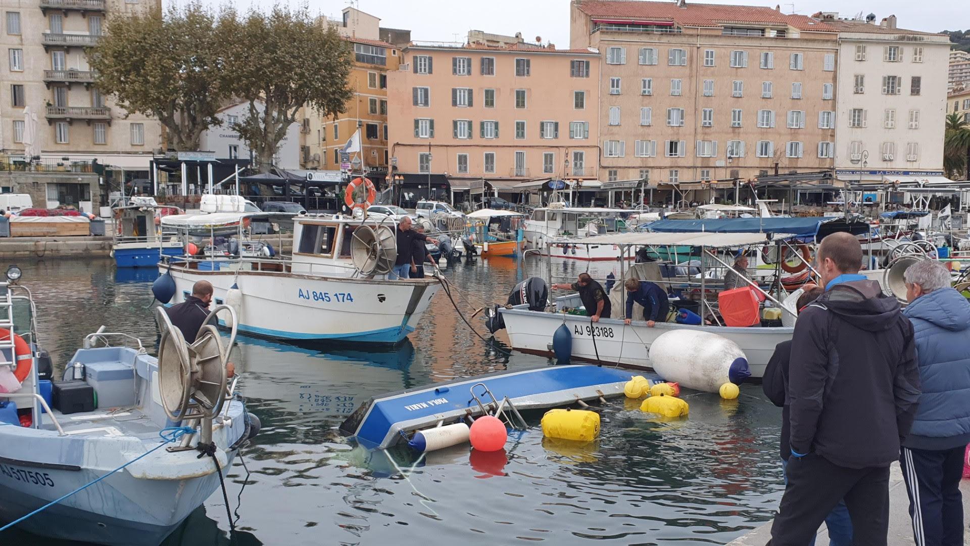 Ajaccio : un bateau coule au quai des pêcheurs