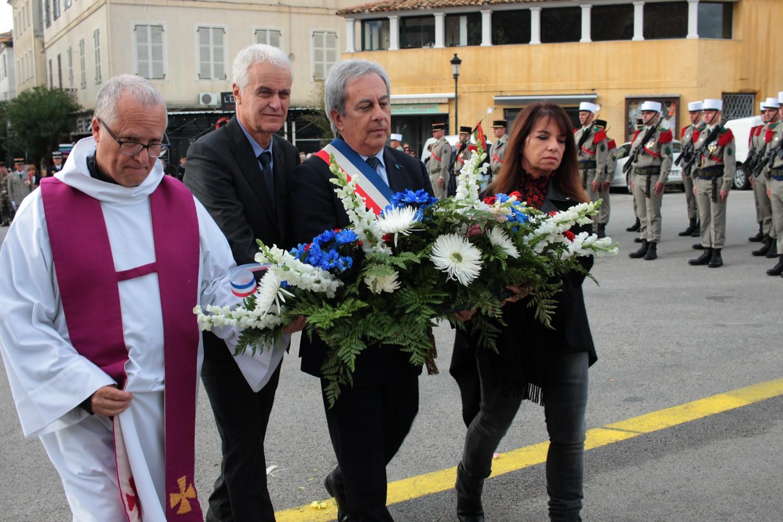 11-Novembre : A Calvi, messe, cérémonie au monument aux morts et dépôt de gerbe en mer - Corse Net Infos