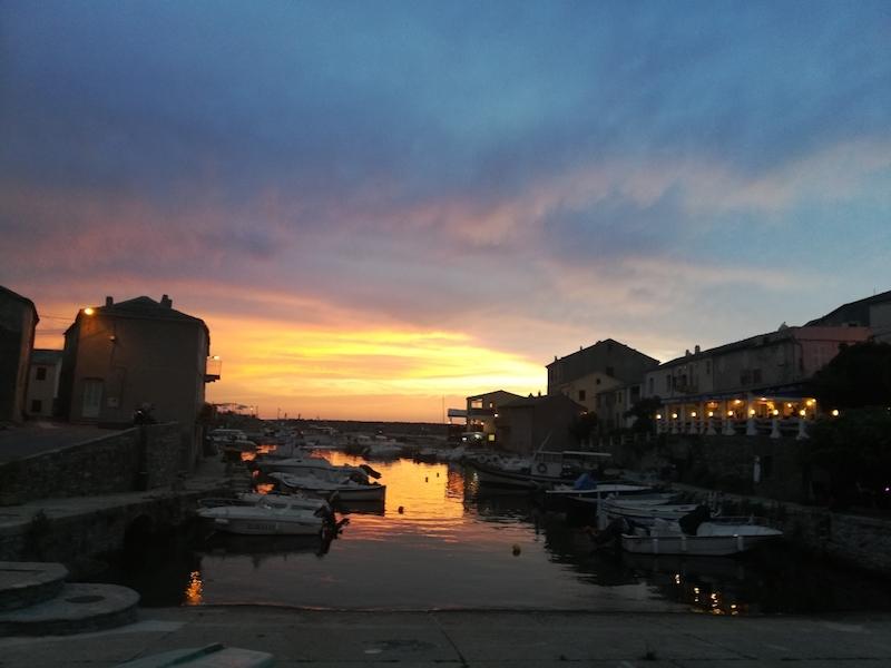 La photo du jour : Coucher de soleil sur le port de Centuri - Corse Net Infos