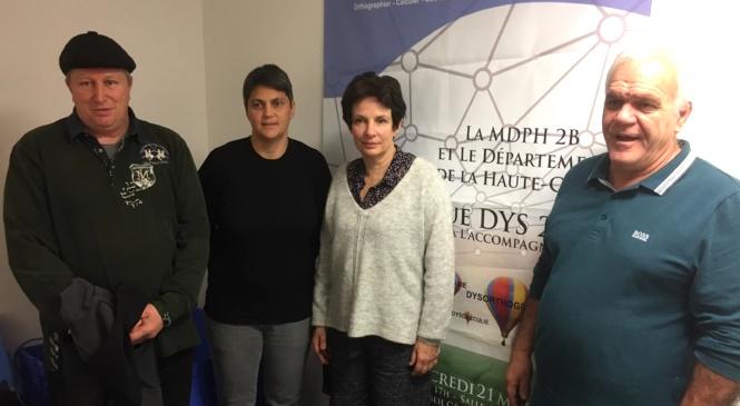 Les associations de personnes en situation de handicap et la conseillère territoriale Juliette Ponzevera ont lancé mardi un cri d'alerte face au manque d'AVS