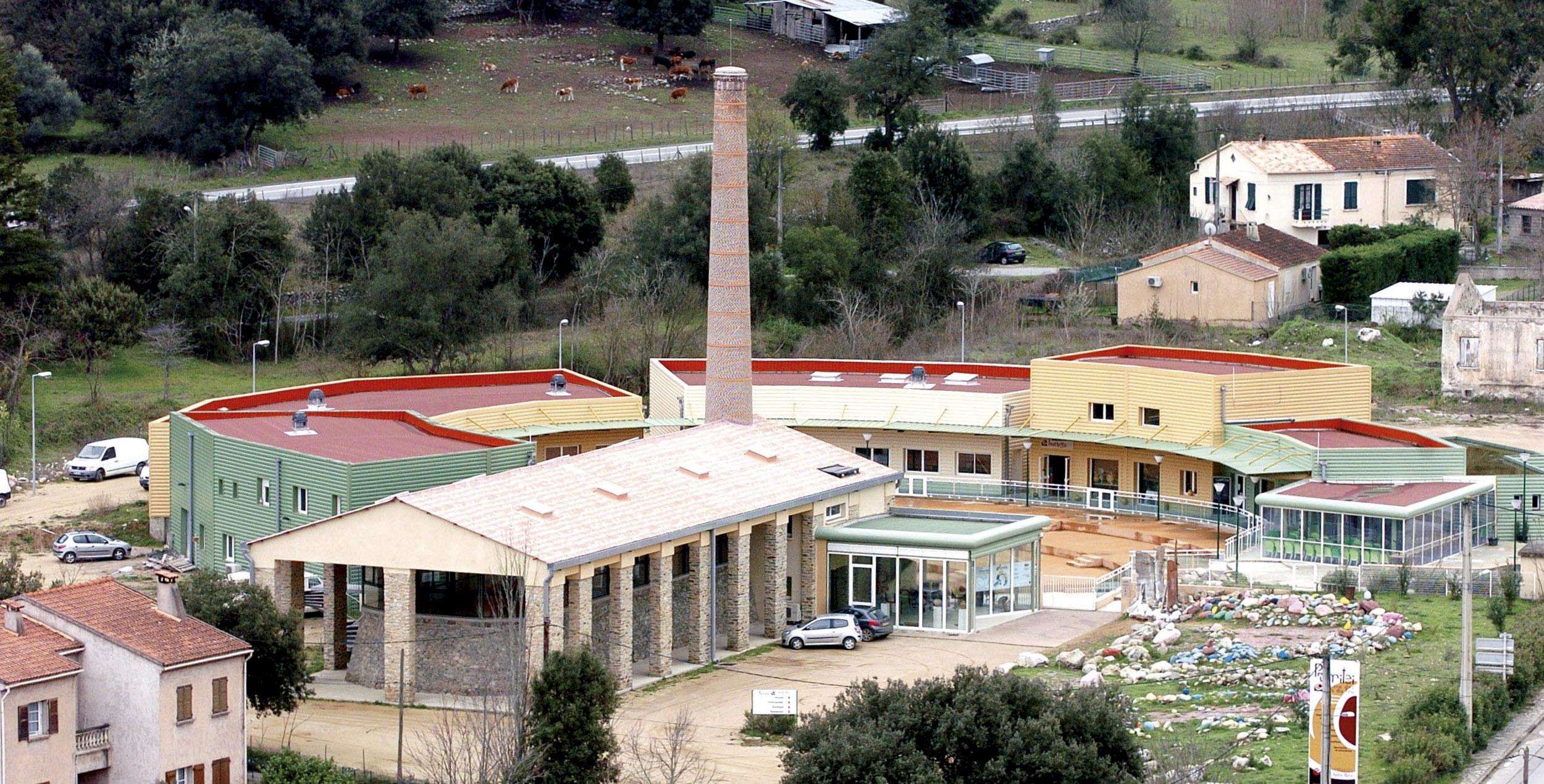 C'est dans l'ancien centre des Arts et du Feu de Francardu que se déroule Sinecime ©DR