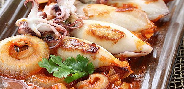A table : calamars rôtis et farcis d'un risotto à la panzetta et au prisuttu