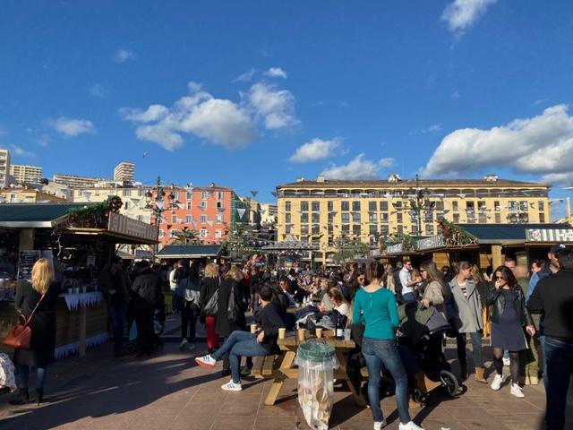 EN IMAGES - De l'ambiance et du monde sur le marché de Noël d'Ajaccio