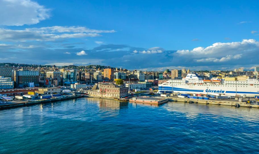 Réforme des retraites : le port de Marseille bloqué