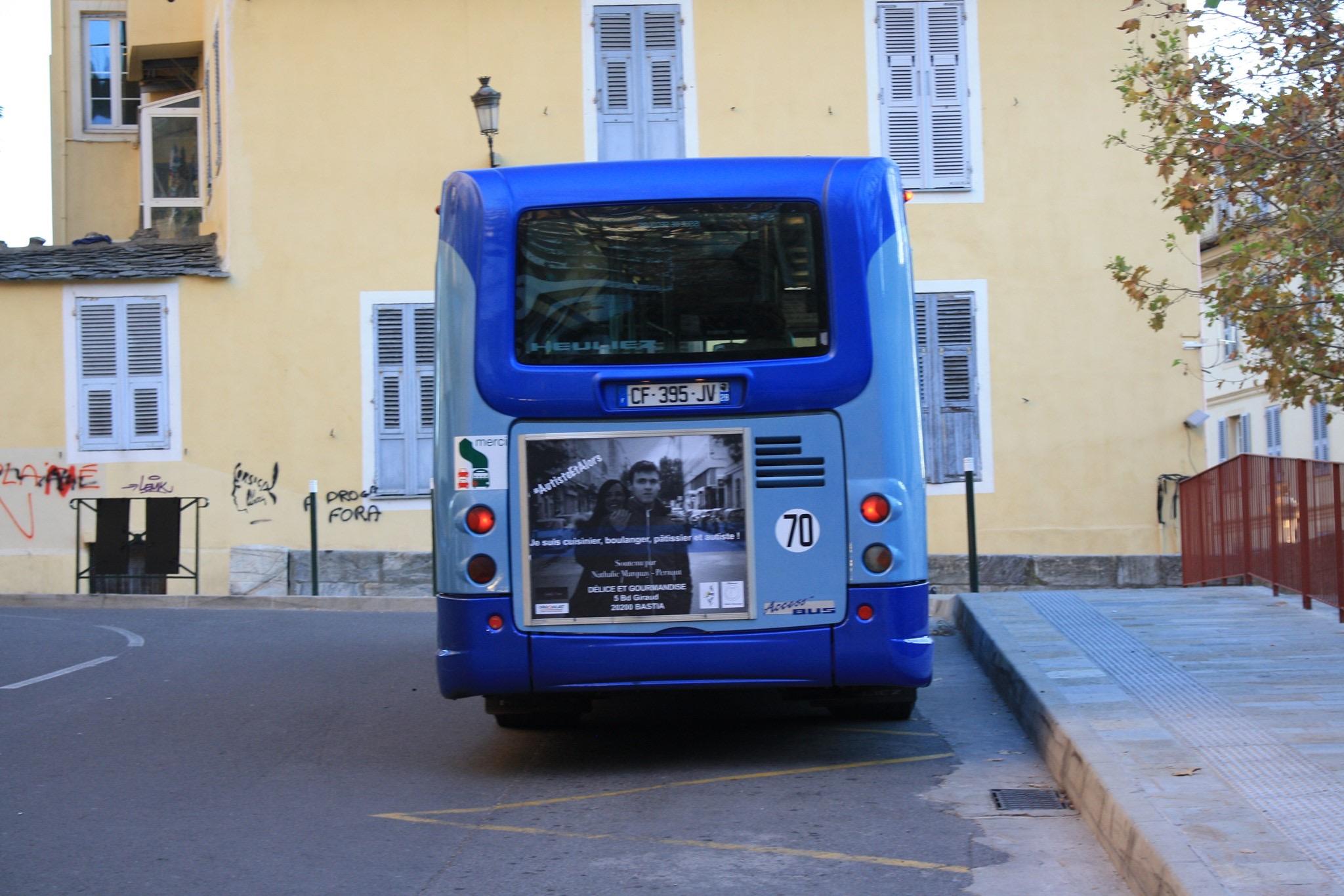 Campagne de sensibilisation à l'autisme sur les bus bastiais.