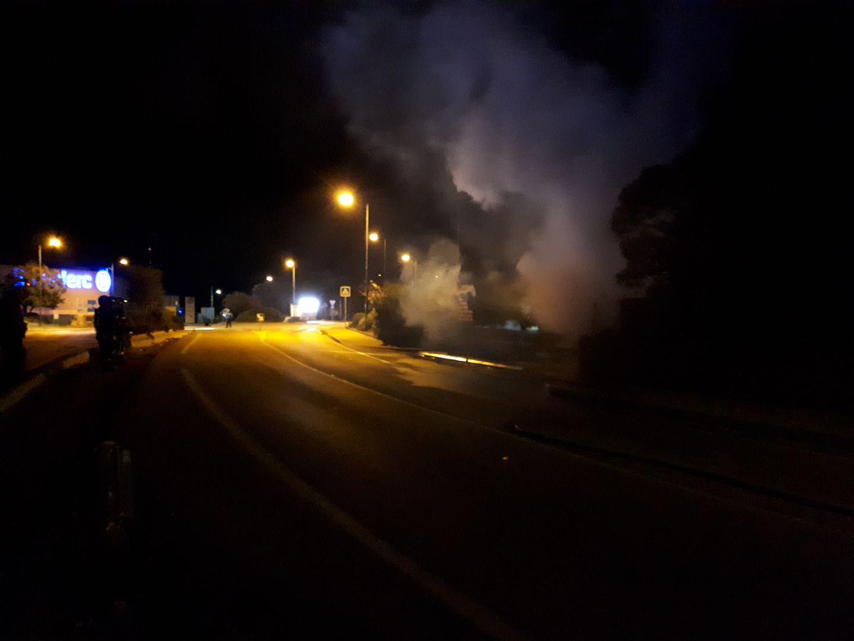 Camion à pizza en feu à Lisula