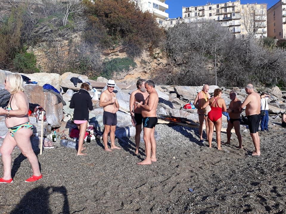 Bain du jour de l'an à Bastia : les «Irréductibles de Ficaghjola» dans la tradition