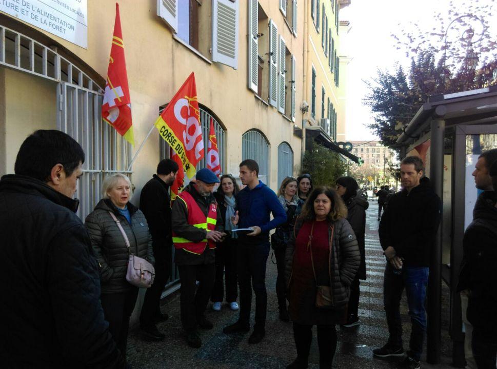 Une vingtaine de personne mobilisées devant la DRAAF d'Ajaccio.