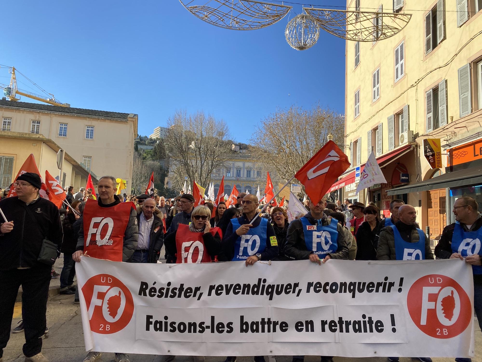 Un millier de personnes a manifesté au départ du palais de justice à Bastia pour protester contre la réforme des retraites.