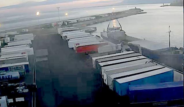 Les semi-remorques sont bloqués sur le port de Bastia. Photo : Caméra CCI Bastia.
