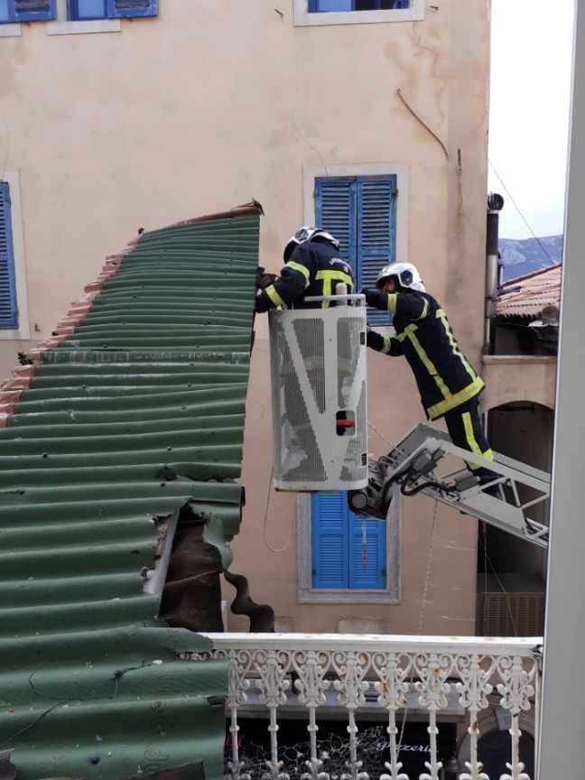Intervention spectaculaire des pompiers en plein centre de Calvi