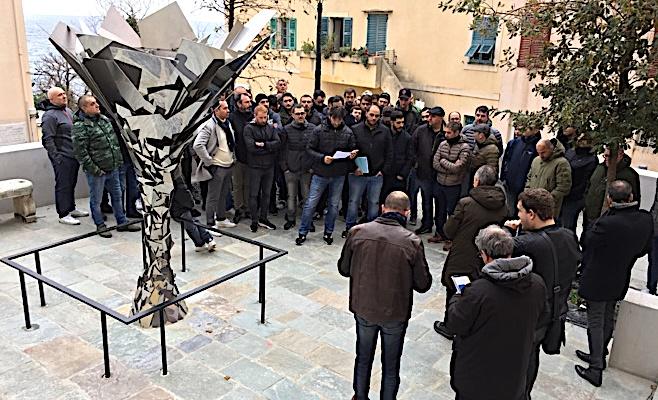 Regroupés autour de leur délégué Albert Cammarota les marins STC de Corsica Linea ont apporté leur soutien à Alain Mosconi