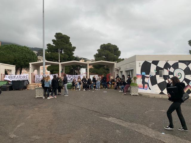 """""""Il faut bloquer"""" : à Bastia des lycées protestent contre la réforme du bac"""